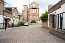 3 bed Flat to rent in Sandland Street, London