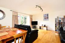3 bed property in Weavers Way, Camden, NW1