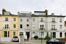 Studio flat in Regents Park Road...