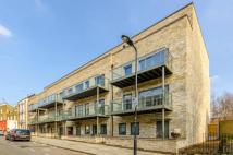 Flat to rent in Allcroft Road...
