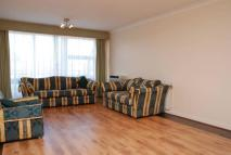 3 bed Flat to rent in Gloucester Avenue...