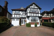 6 bed Detached house in Monkhams Drive...