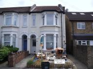 Flat to rent in Walpole Road...