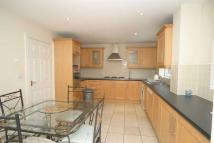 Apartment to rent in Manor Road, Chigwell