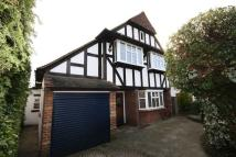 3 bed Detached home in Tudor Close...