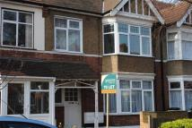 Flat to rent in LYNDHURST GARDENS...