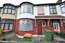 Flat to rent in Dersingham Avenue, Ilford