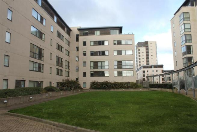 Bedroom apartment for sale in falcon drive cardiff cf10