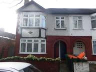 Flat for sale in Gainsborough Avenue...