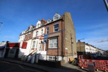 Flat to rent in Hoe Street, London