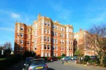 Flat in Sutton Court, Fauconberg...