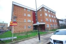 Flat to rent in Reynolds Road, Chiswick...
