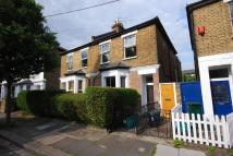 Flat to rent in Clarence Road, Chiswick...
