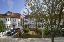 6 bedroom home in Chatsworth Road...