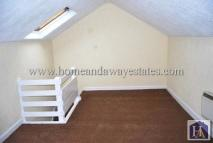 Studio flat in Bowes Road...