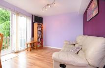 2 bed Flat for sale in Sarsfield Road, UB6