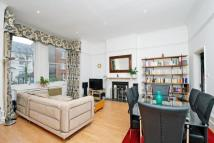 2 bed Flat to rent in Hilltop Road, London...