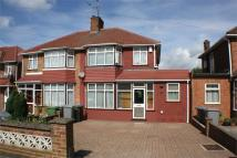 4 bed semi detached home to rent in Holyrood Gardens...