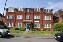 1 bed Ground Flat in College Hill Road...