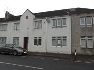 Ground Flat to rent in East Main Street, Darvel...