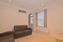 3 bedroom Flat to rent in Mellison Road, Tooting