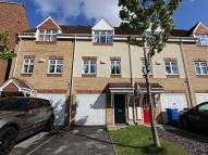 3 bed Town House in Wain Avenue...