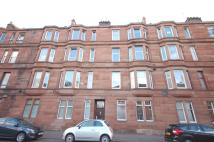2 bedroom Flat in Holmlea Road...