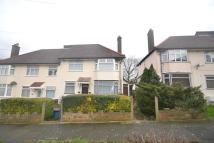 Flat to rent in Claybury Road...