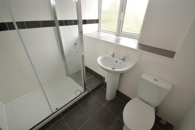 21) shower room.JPG