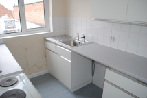 Flat to rent in Ashby High Street...