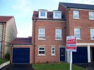 Town House to rent in Pinewood Close...
