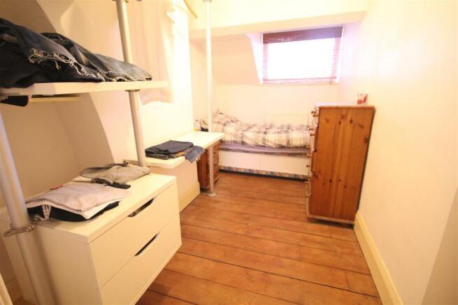 Rocky Ln - Master bedroom - walk in wardrobe.JPG