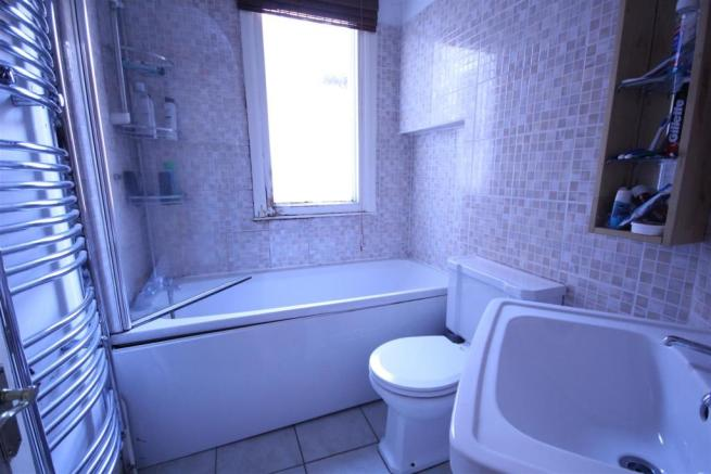 Rocky Ln - Bathroom.JPG