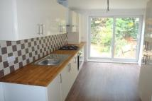 2 bed Flat to rent in Holly Road...
