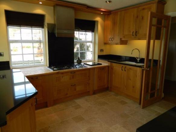 Re-fitted Kitchen/B'fast Area