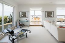 2 bed Penthouse in Eastbourne, East Sussex...