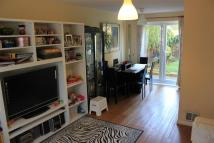 Maisonette to rent in Cliffe Walk, Sutton