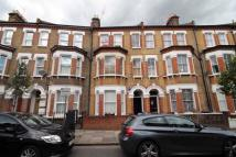 1 bed Flat to rent in Heyford Avenue
