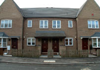 Mews to rent in Calcutt Way...