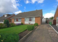2 bedroom Semi-Detached Bungalow in Hopton Crescent...