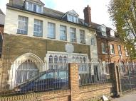 Flat to rent in Coburg Road...