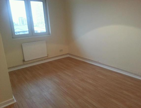 Flat share to rent in westmoor road enfield en3 for Laminate flooring enfield