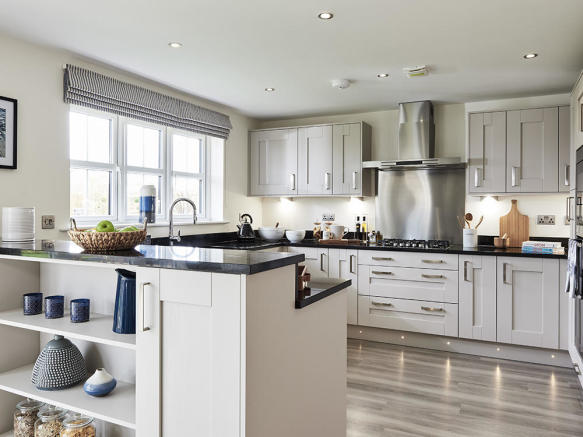 Open plan kitchen/breakfast area with integrated appliances