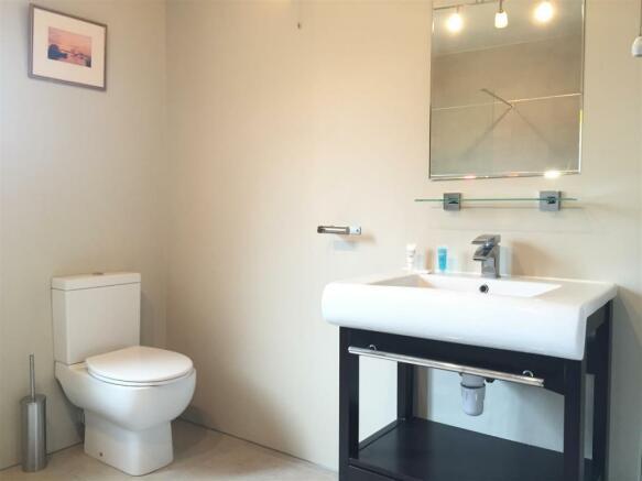 Bathroom Chalton.jpg