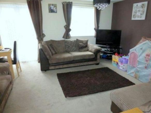 Full width lounge/di