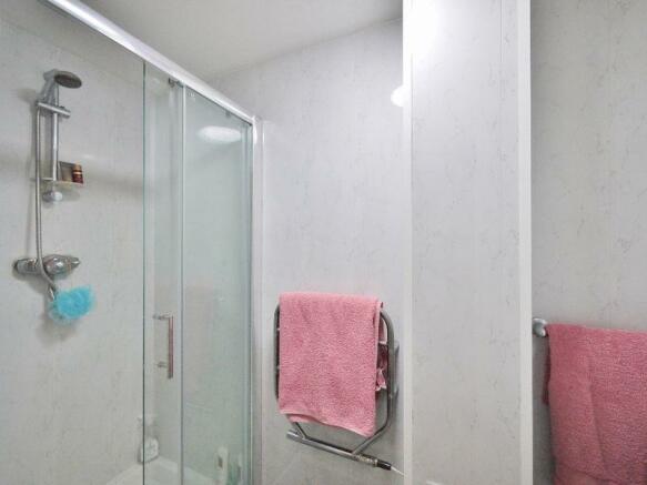 Shower room wi...