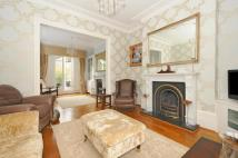 3 bed house in Mildmay Road, London, N1