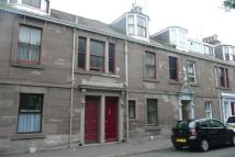 Flat to rent in Wellington Place...