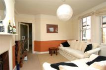 Flat to rent in Salford Road, Balham...