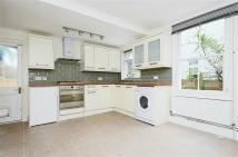 Flat to rent in Haverhill Road, Balham...